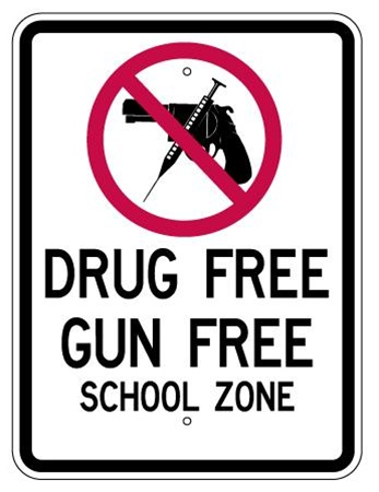 gun free school zone Yes, the us should abolish gun-free zones the us should abolish gun-free zones and ban guns directly it is tragic that nearly 30 innocent people were killed because there is not gun control laws in place.